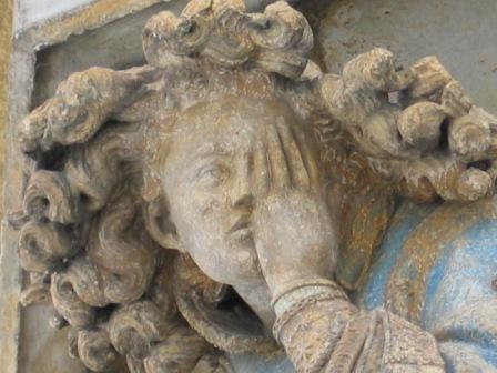 Tipps für mehr Reichweite des Blogs. Claus Sluters Mosesbrunnen in Dijon, Detailaufnahme eines trauernden Engels.