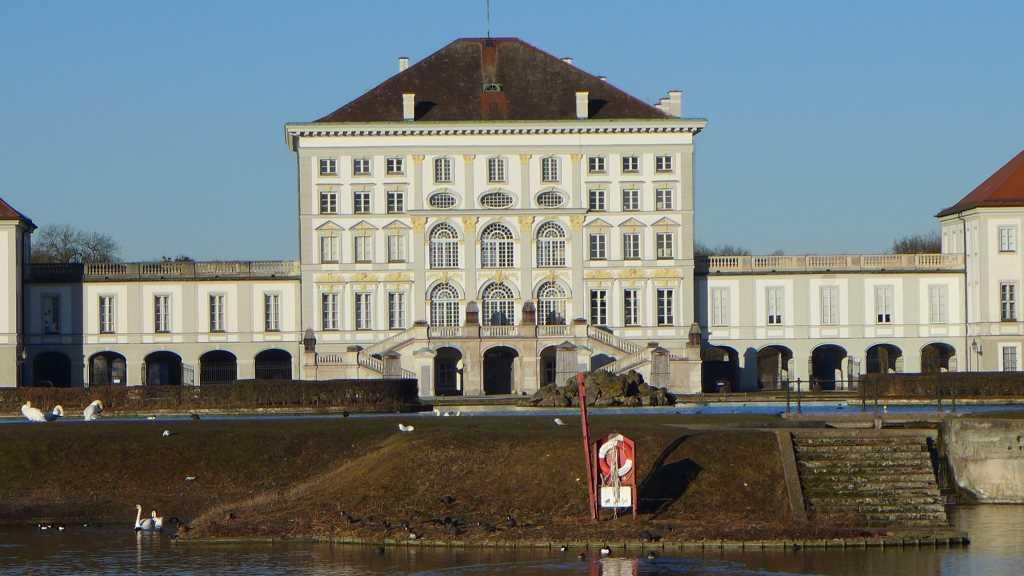 Kalt liegt das Schloss Nymphenburg im Winter da und immer noch schön, egal zu welcher Jahreszeit!