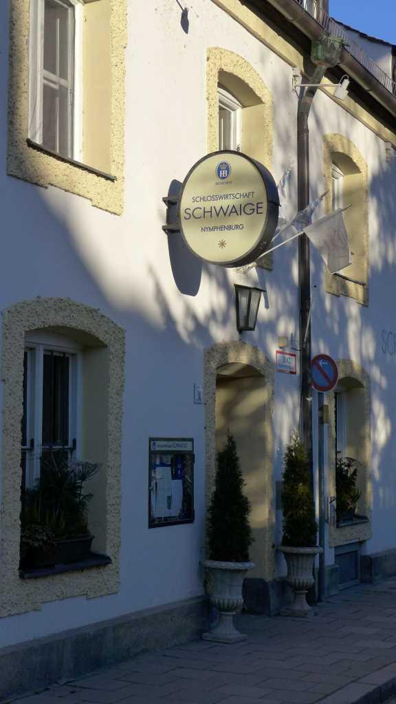 """Blick auf das Restaurant die """"Schwaige"""", Schloss Nymphenburg."""