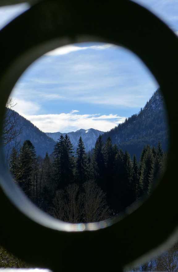 Blick auf die Berge von Schloss Linderhof.