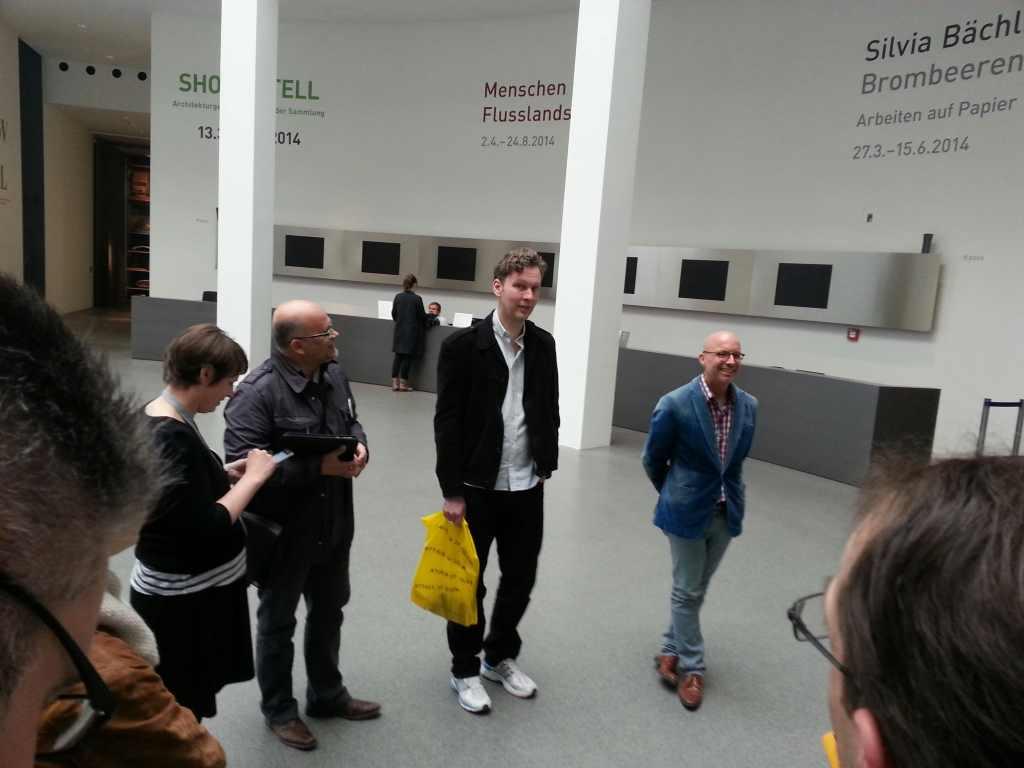 Der Künstler David Shrigley empfängt die Twitterer von #shrigpin in den Pinakotheken.