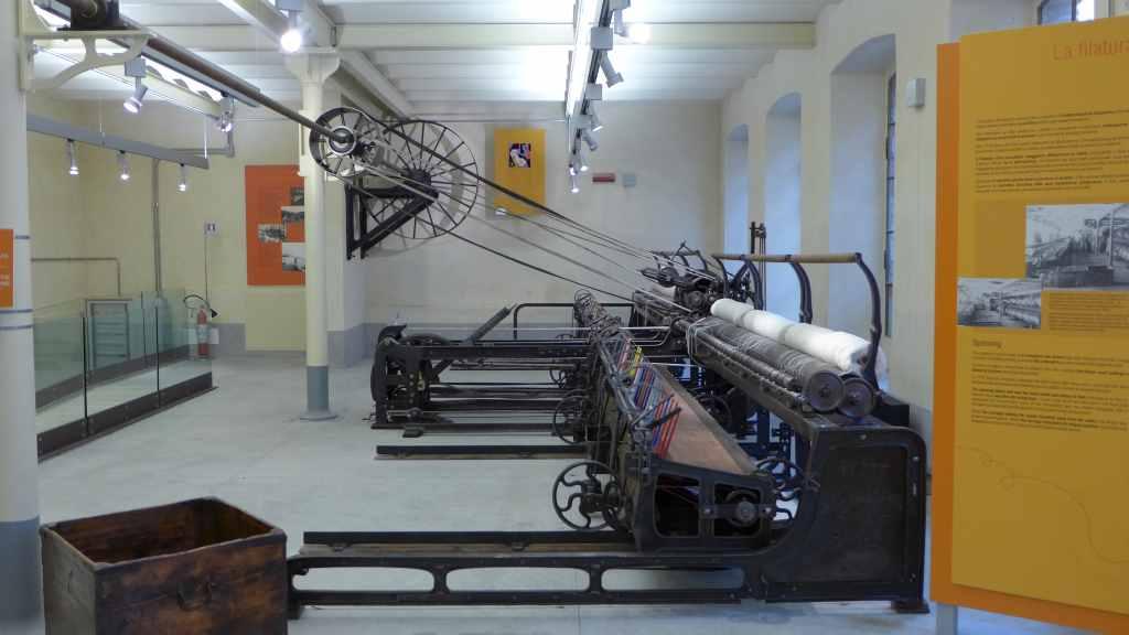 Große Maschinen zum Herstellen von Garn, konnte auch in Gang gesetzt werden. Stia, Textilmuseum.