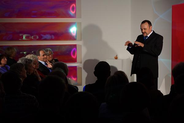 """Im KUNSTHAUS Fürstenfeldbruck findet die zweite Aufführung von """"Nipple Jesus"""" statt.  Foto: Sebastian Heinrichs © Galerie Renate Bender"""