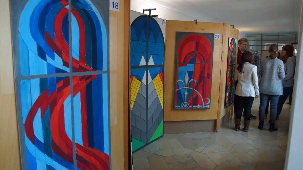 Cadolzburg; Jugendprojekt; Fensterentwürfe; Bayerische Schlösserverwaltung; Burgkapelle; Erlebnismuseum; Glasfenster