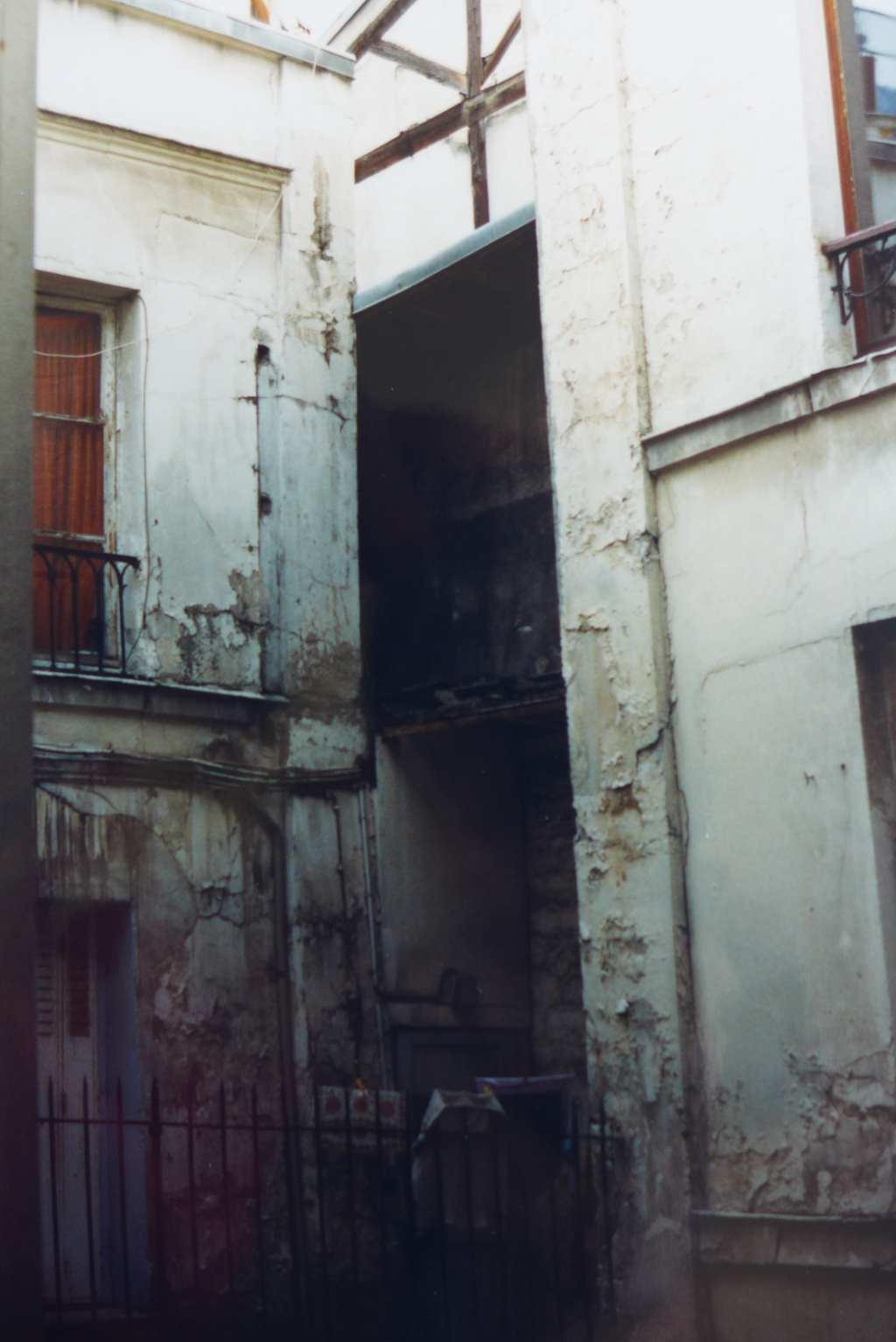 Blick aus meinem 8,1 m² großen Zimmer, Rue Feutrier am Sacre Coeur.