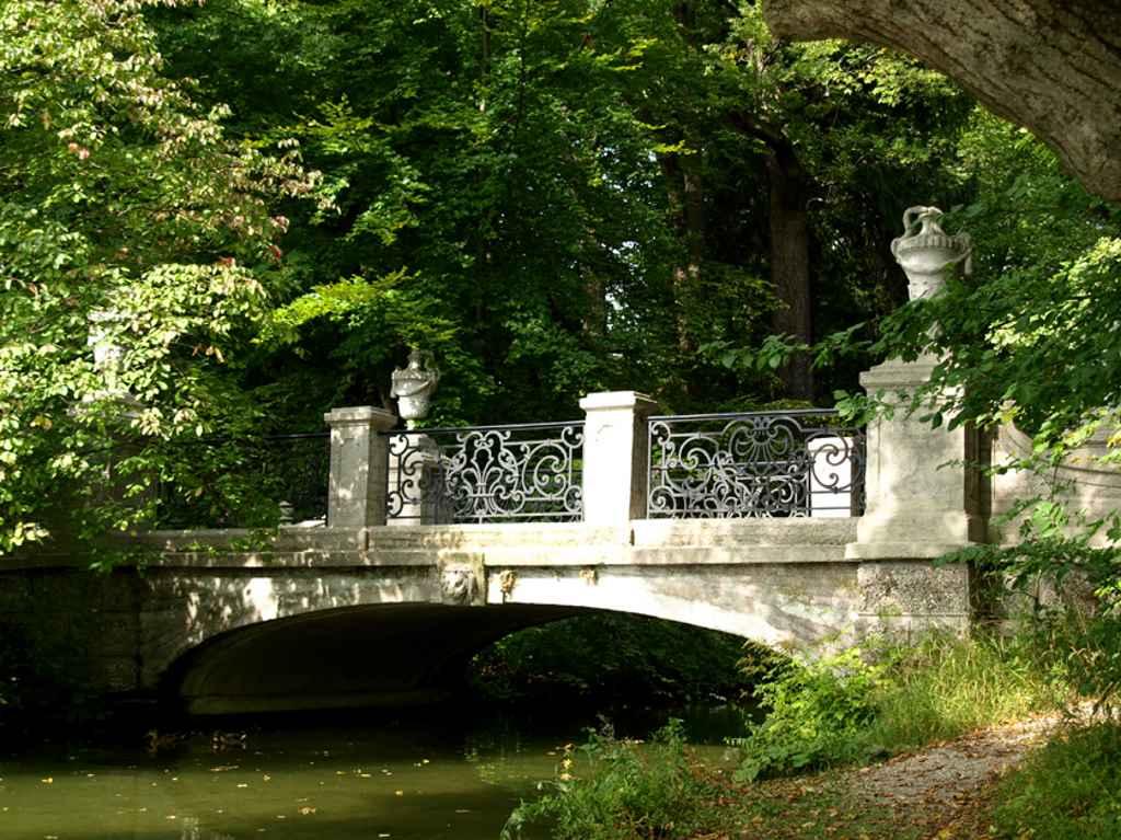 Schlosspark Nymphenburg; App Schlosspark Nymphenburg; Schloss Nymphenburg; Brücke; München