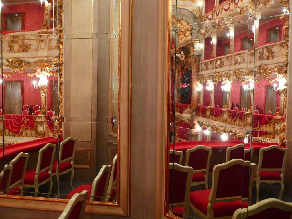 Kurfürstenloge des Cuvilliés-Theaters - ein kleines Spiegelkabinett.