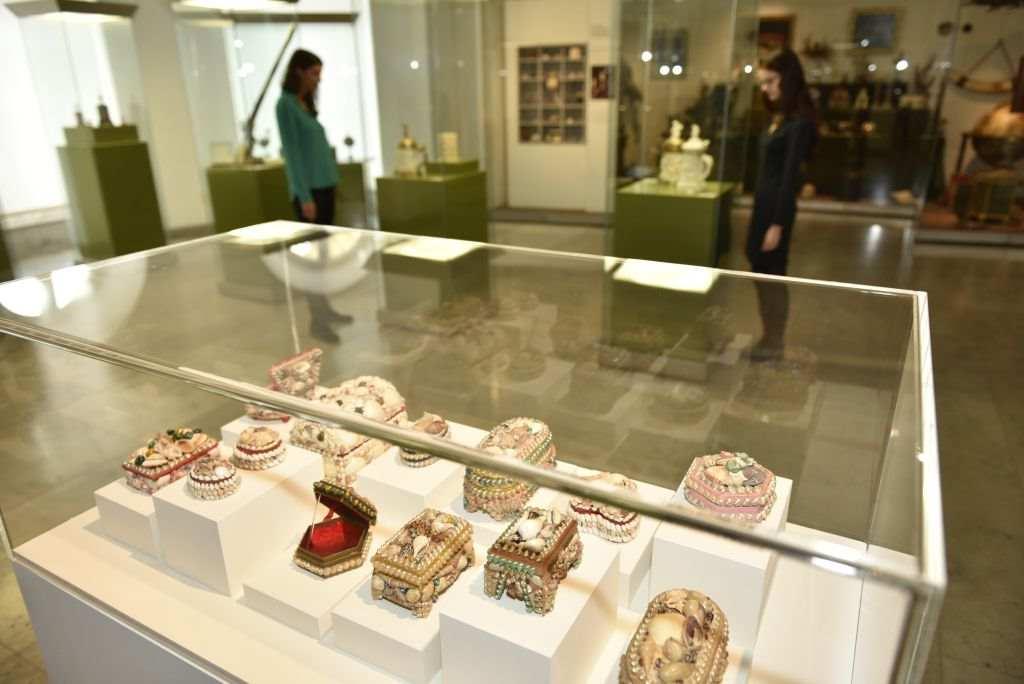 Wunderkammern und Muschelkästchen - was haben sie miteinander zu tun? OMG-Ausstellung in Karlsruhe.