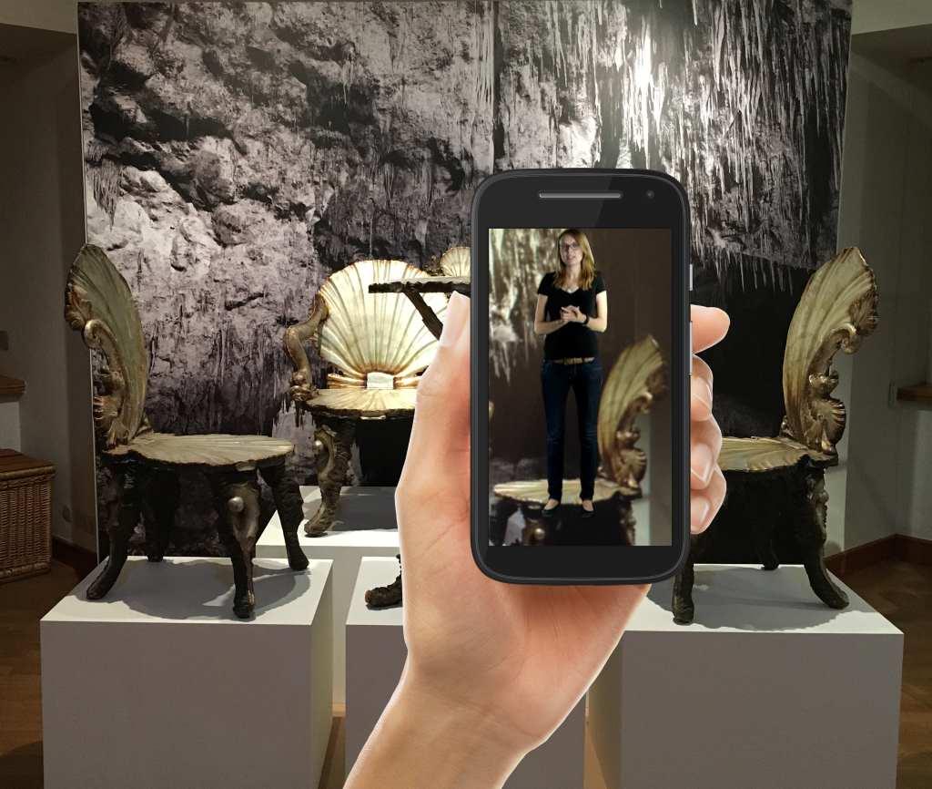 Bild im Bild: Mit der App werden die Exponate vor Ort durch Bilderkennung erklärt.