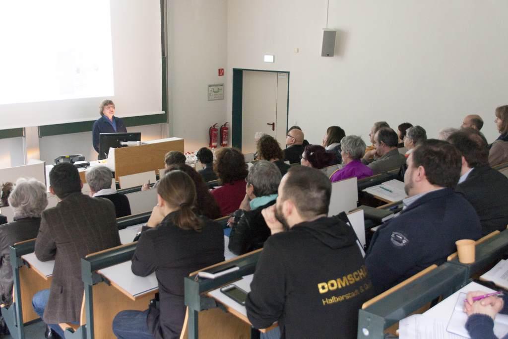 Dr. Stefan Rohde-Enslin referiert zur Digitalisierung in Museen auf der Fachtagung des Museumsverbands Sachsen-Anhalt.