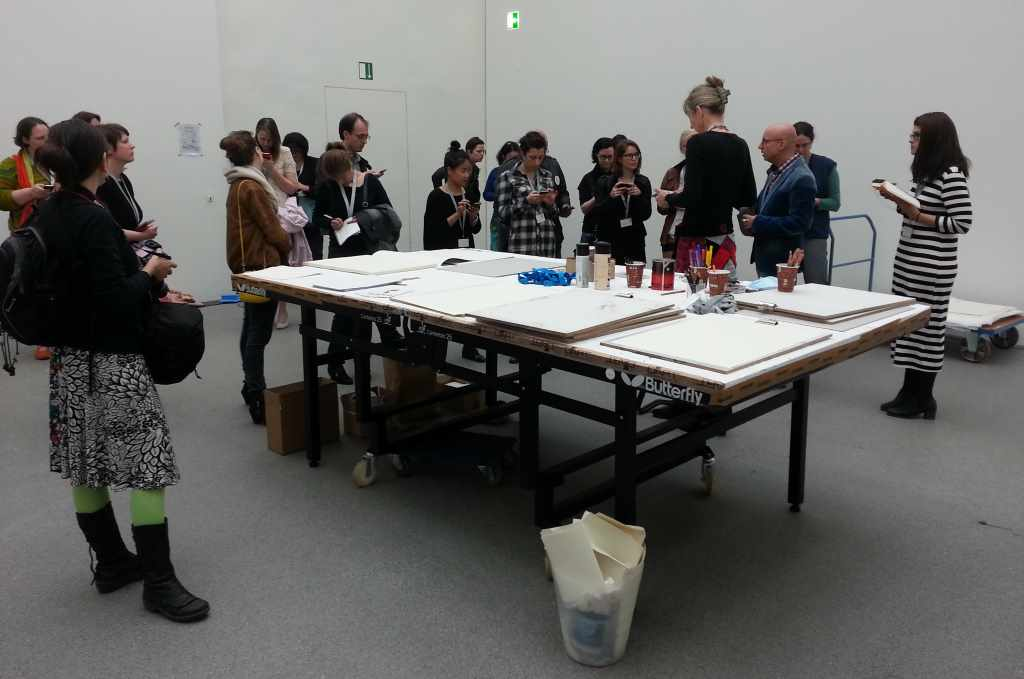 """Das Tweetup #Shrigpin in den Pinakotheken zeigt die unterschiedliche Wahrnehmung der """"Secret Sculpture"""" von David Shrigley"""