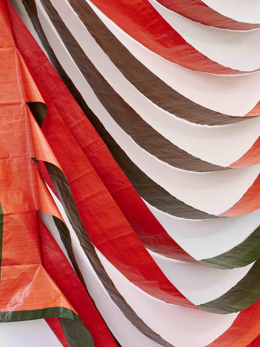 Ausstellungsansicht #allerbesteaussichten im Kunstraum Alexander Bürkle, Freiburg. Detail Astrid Schindler, Ohne Titel, 2014, Gewebeplane Orange-Grün, ca. 400 x 430 cm. Foto: Bernhard Strauss, Freiburg. #KultTrip