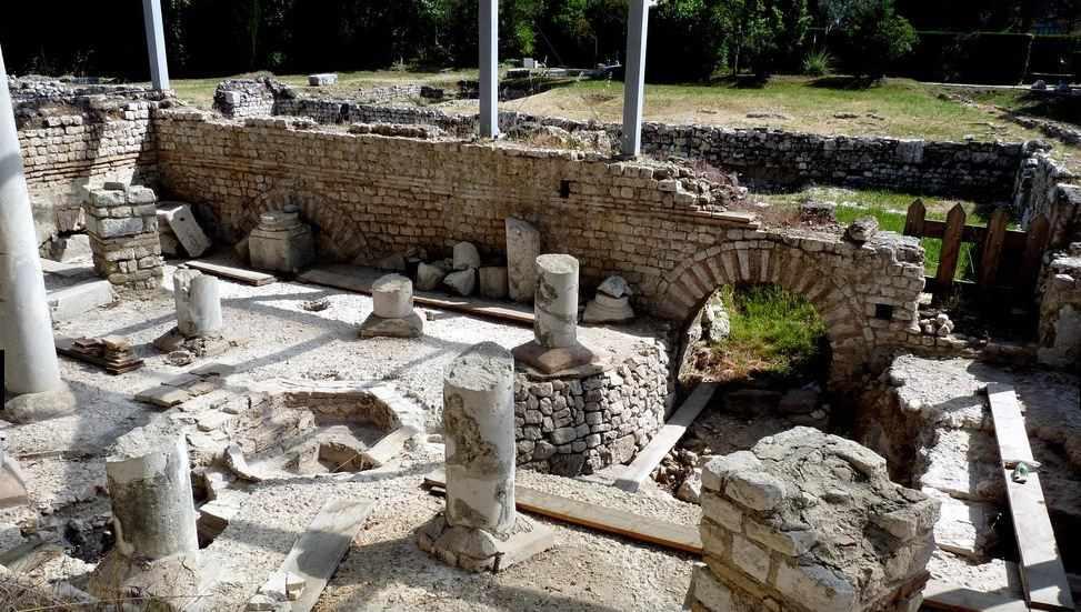 Ruinen der römischen Badanlage in Cimiez bei Sonnenschein, Nizza Sehenswürdigkeit.