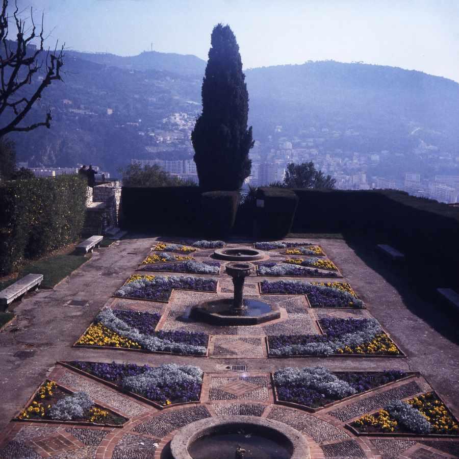 Ansicht von oben auf den Klostergarten von Cimiez bei Nizza. Barockgarten und Lustwandeln - eine Einheit