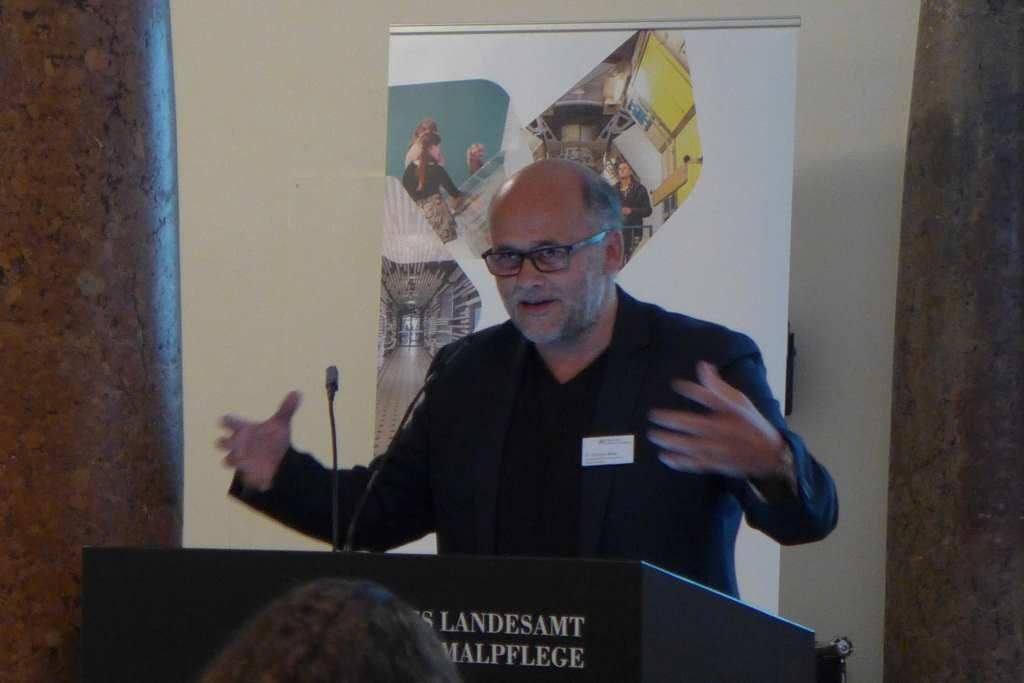 Christian Gries spricht über digitale Strategien für Museen mit dem Blog als Herzstück der Social-Media-Aktivität. #Anker16