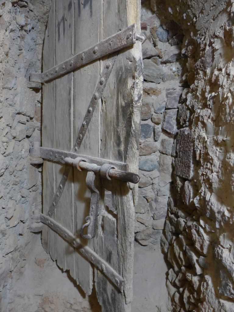 Vermauerter Eingang mit Türverschlag der Festung Forte Libéria et Cité de Villefranche. Kulturreisen in Südfrankreich sind immer klasse Kulturtrips.