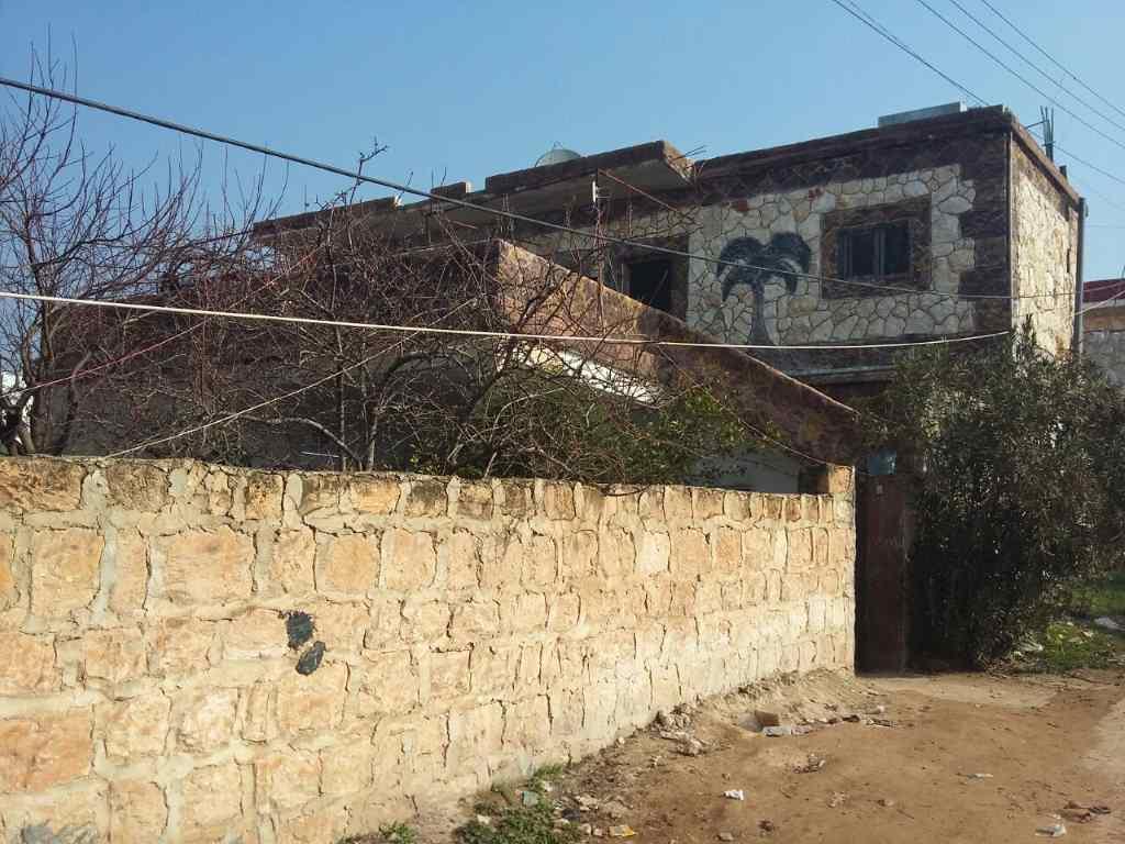 Gebäudeaufnahme. Hier soll die neue Schule für Kinder enstehen. Crowdfunding für ein Bildungsprojekt in Syrien.