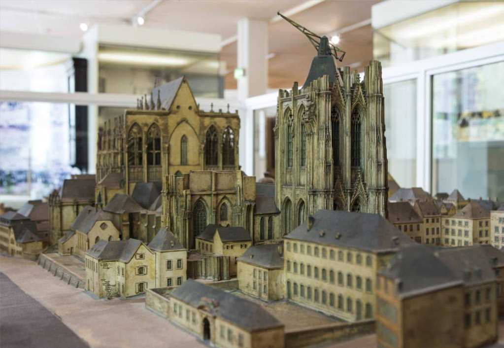 Modell im Kölnischen Stadtmuseum: Der Kölner Dom mit Umgebung vor 1780, Modell: Hans Boffin, nach Plänen von Ludwig Arntz. #depotdienstag