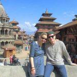 """Ricarda und Chris Hollweg vor toller asiatischer Kulisse. Ein sehr empfehlenswertes Reiseblog """"Hiddentraces""""."""