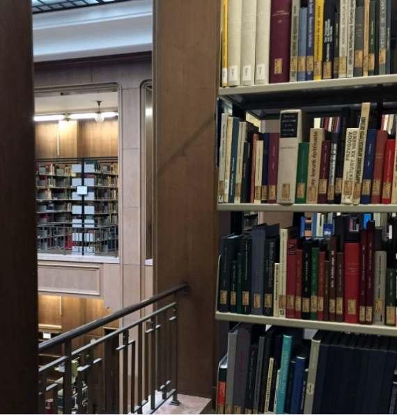 Blick in die Bibliothek des Zentralinstituts für Kunstgeschichte. Bild zum Montagsinterview mit Anke Gröner über Berufswechsel, Bloggen und Kunstgeschichte auf Kultur-Museum-Talk