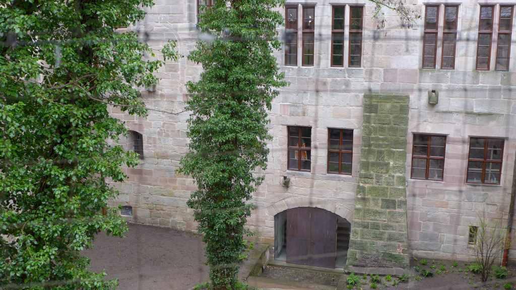 Blick vom Wehrgang der Cadolzburg auf den Burghof. Zu dem Zeitpunkt war hier noch Baustelle. Am 23.6.17 wird das Erlebnismuseum eröffnet und am 1. Juli 2017 findet hier der dritte Social Walk (#HohenzollernWalk) der Bayerischen Schlösserverwaltung statt. Anmelden, entdecken, mitmachen!