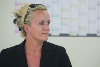 Porträtaufnahme im Seitenprofil von Friederike Kroitzsch vom Landlebenblog.
