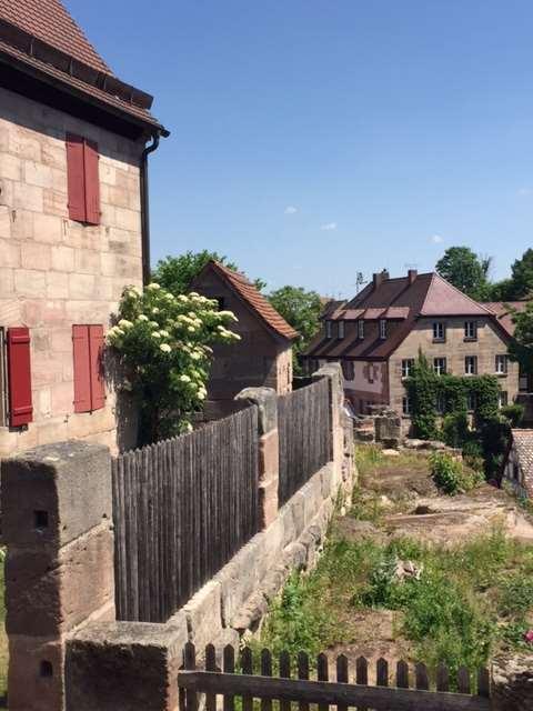 Impressionen von der Cadolzburg. Gebäude und Garten bei Sonnenschein. Hohenzollern und #HohenzollernWalk