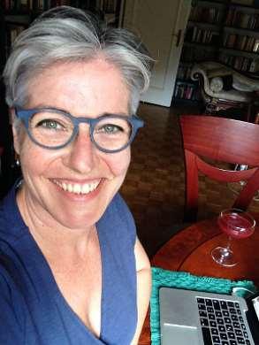 Selfie beim Bloggen (nebst Cosmopolitan). Kaltmamsell.