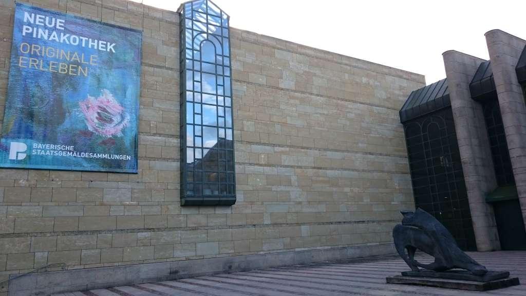 Haupteingang der Neuen Pinakothek