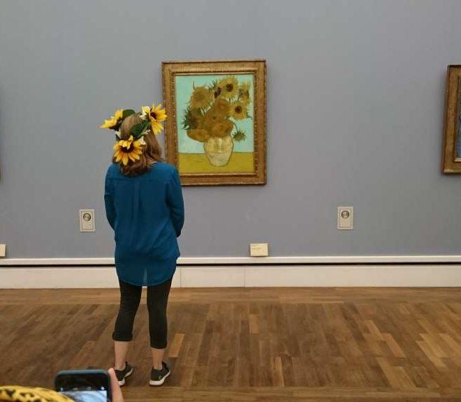 Kulturkatze posiert für #impressMUC vor Van Gogh in der Neuen Pinakothek. 12 von 12.