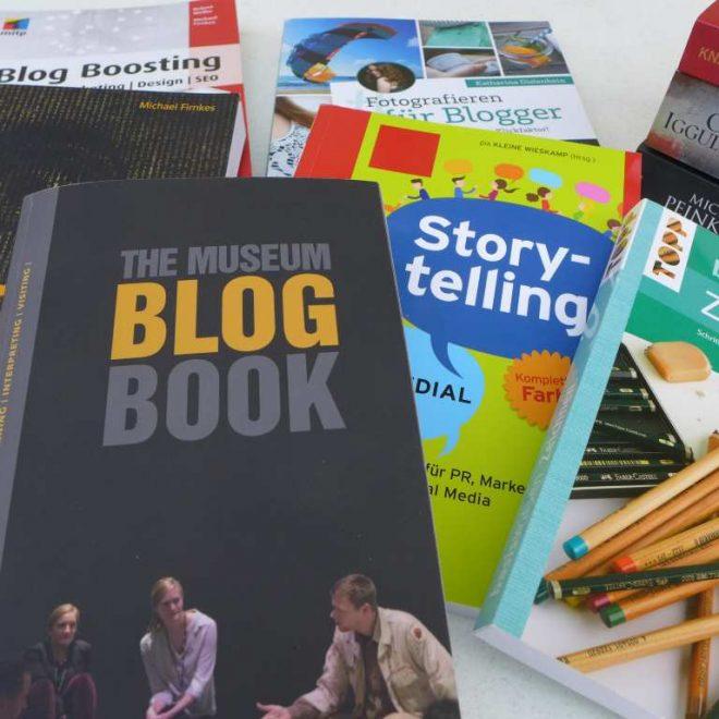 Ansammlung von Büchern - Urlaubslektüre 2017 für Blogger, Frauen, Kinder und den Strand.