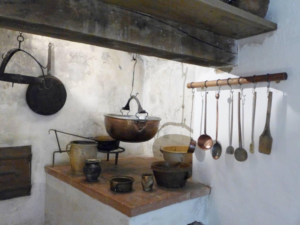 Historische Kochtöpfe, Herdstelle und Kochlöffel. Das Bild steht symptomatisch für meinen Jahresrückblick 2017 mit den Top 15 Blogartikeln.