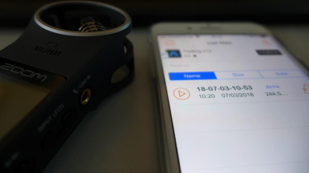 """Zoom H1 und Handy mit geöffneter Audio-App """"recorder"""""""