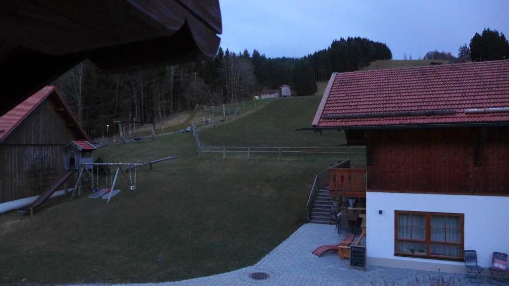 Brombergalm, Hütten und Spielplatz