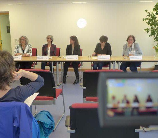 Podium zur Pressekonferenz des ebz.