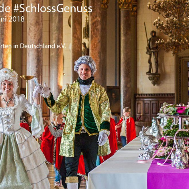 Festliche Tafel in der Burg Hohenzollern. Historisch gekleidete Personen. Blogparade #SchlossGenuss