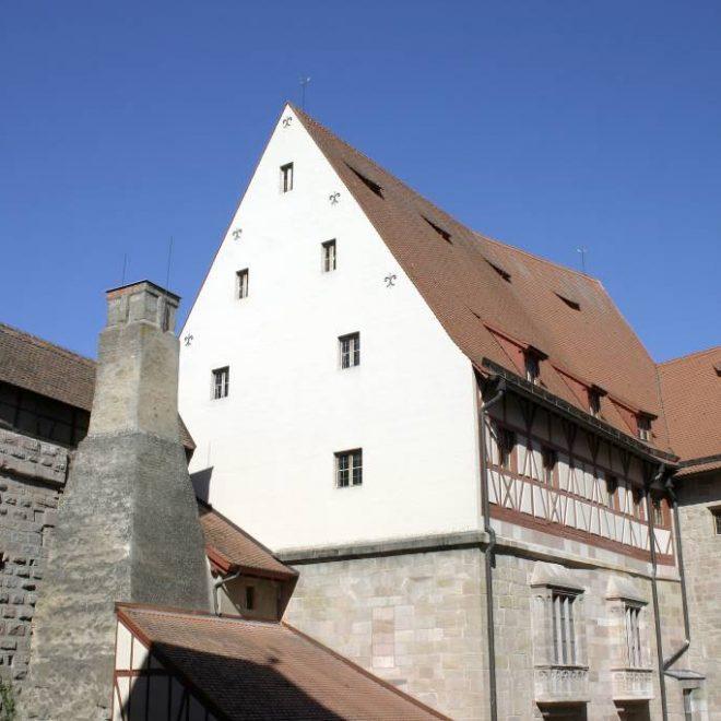 Altes Schloss der Cadolzburg mit Küche und Ochsenschloss bei Sonnenschein - ein Beitrag zur Blogparade #SchlossGenuss aus der Cadolzburg.
