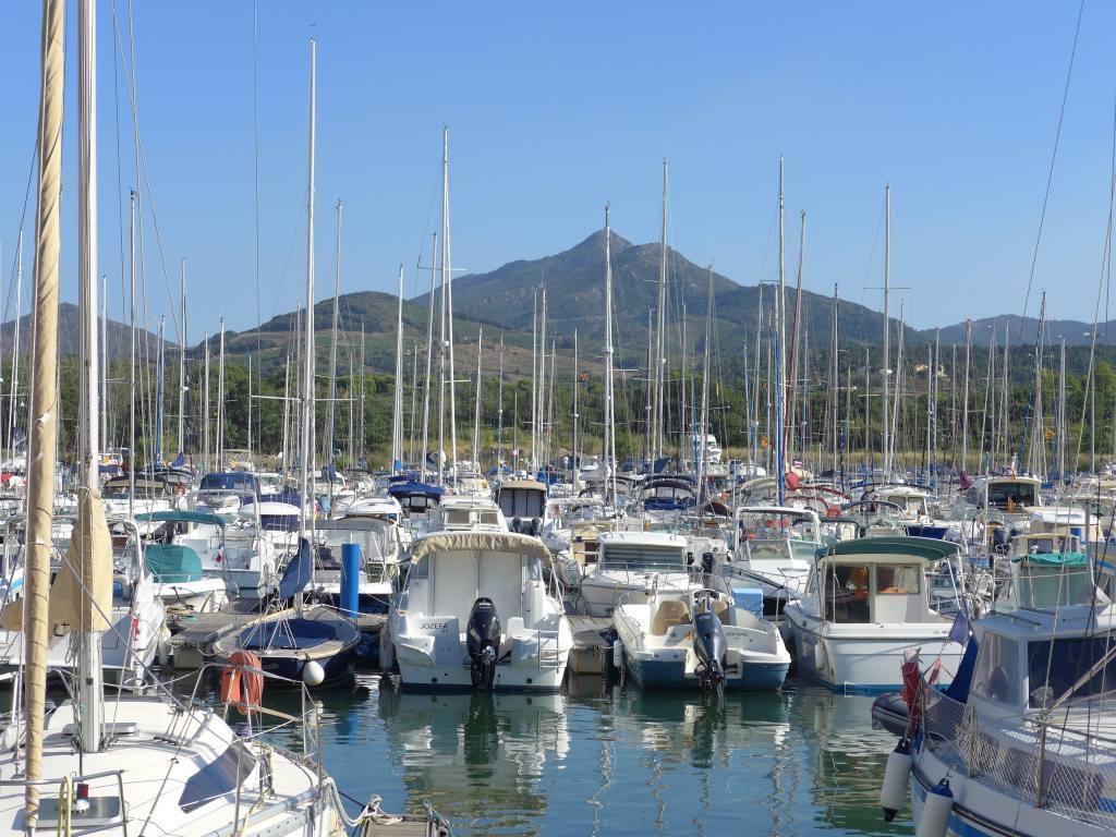 Blick auf den Hafen von Argèles-sur-Mer mit Booten für die Blogparade #DHMMeer