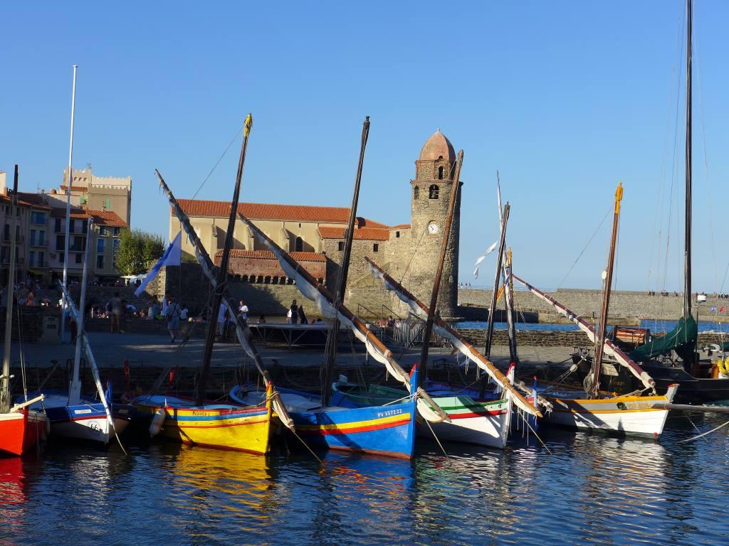 """Hafendetail von Collioure, Südfrankreich. Alte Fischerboote im Hafen von Collioure als Dokumentation für """"Frankreich machte mich zur Europäerin anlässlich der Blogparade #DHMMeer."""
