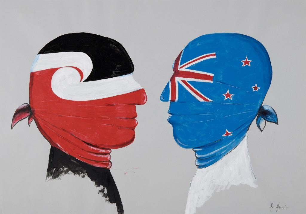 Helme Heine, Nationalismus macht blind, Acryl. Māori und Pākehā sind einander zugewandt. Jeweils gut am Hinterkopf verknotet, so dass sie sich ja nicht löst, verhüllt die Māori-Flagge den Kopf des einen, die neuseeländische Fahne den des anderen, so dass sie sich nicht sehen können: Nationalismus macht blind. Ausstellung im Museum fünf Kontinente, München.