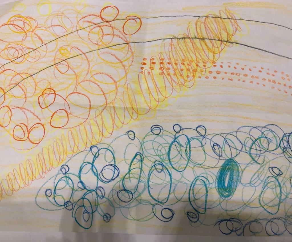 Blatt Papier mit bunten Kreisen. Arbeit nach Bildbeschreibung.