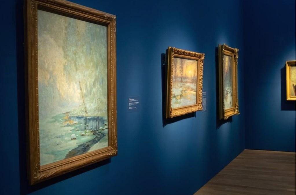 """Blick in die Ausstellung """"Kanada und der Impressionismus"""" in der Hypokunsthalle München."""