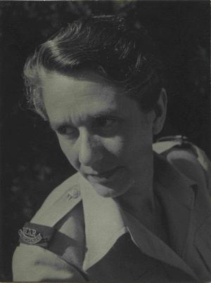 Erika Mann als Kriegskorrespondentin der US-Armee Foto: Ernest E. Gottlieb Quelle: Münchner Stadtbibliothek / Monacensia