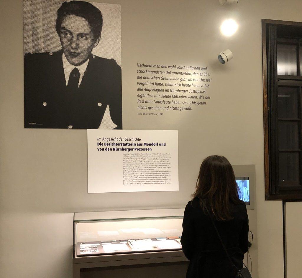 Blick in die Ausstellung - Erika Mann war die einzige Frau, die von den Nürnberger Prozessen berichtete. Ausstellung Monacensia.