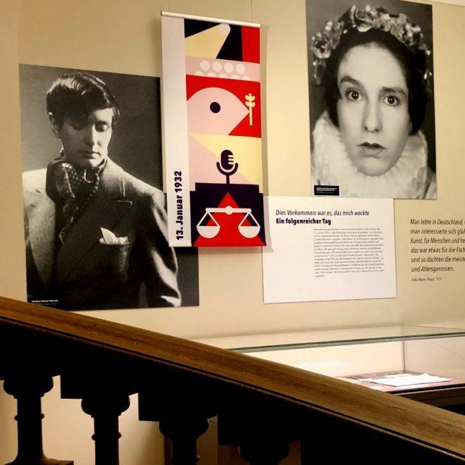 Blick in die Erika Mann-Ausstellung in der Monacensia im Hildebrandhaus. 1932 ist ein einschneidendes Jahr für sie - sie wird durch die Agression von Nationalsozialisten politisiert.