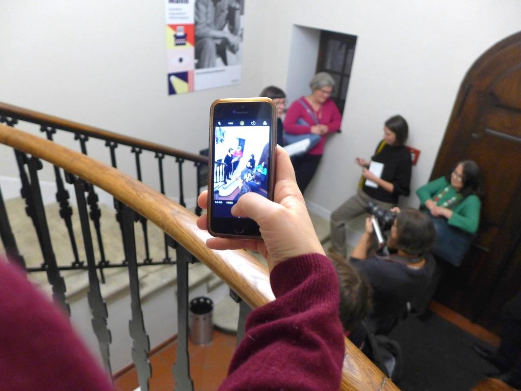 Blogger in Action während des BloggerWalk|s #ErikaMann in der Monacensia im November 2019.