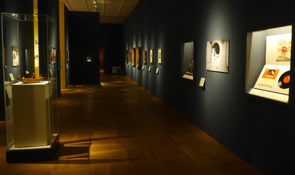 """Einblick in die Ausstellung """"Treue Freunde"""" im Bayerischen Nationalmuseum."""