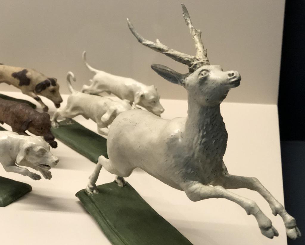 Der von Hunden gehetzte Hirsch auf der Parforcejagd der Desserttafel, Bayerisches Nationalmuseum
