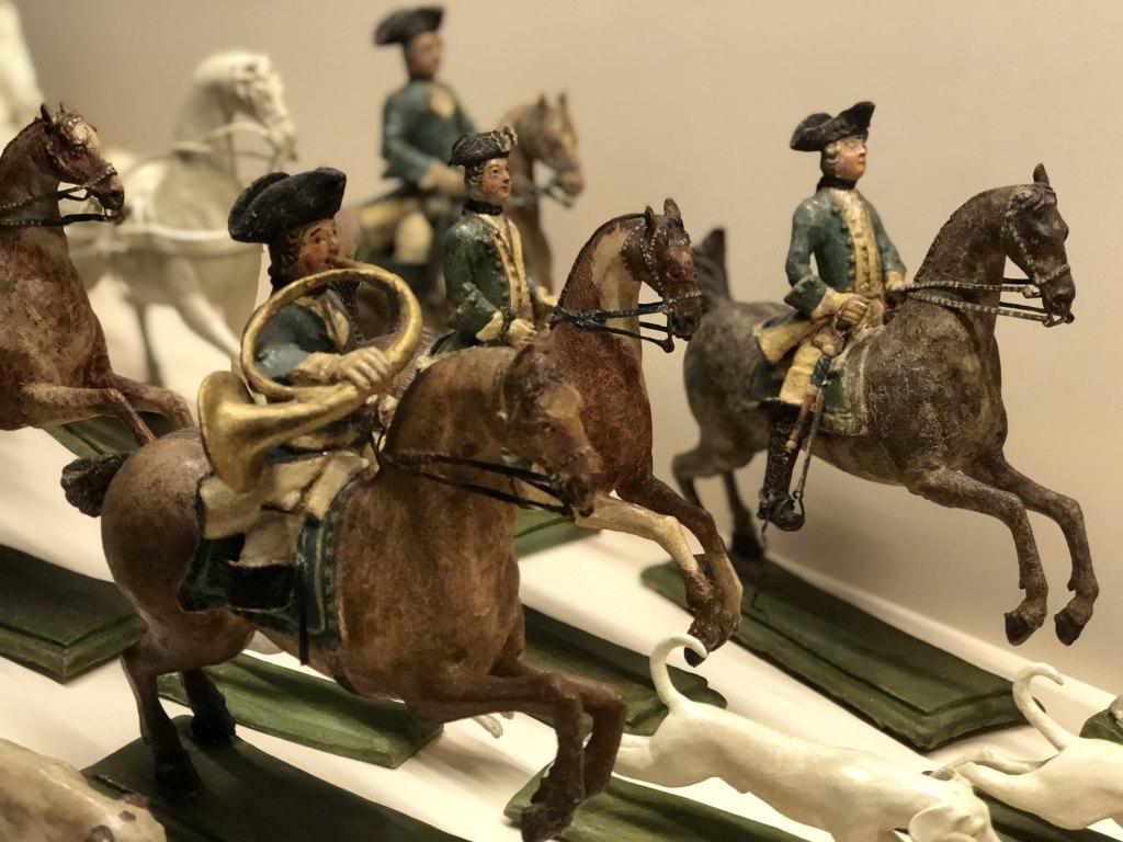 Hornbläser zu Pferd auf der Parforcejagd im Bayerischen Nationalmuseum, #BNMArtDogs