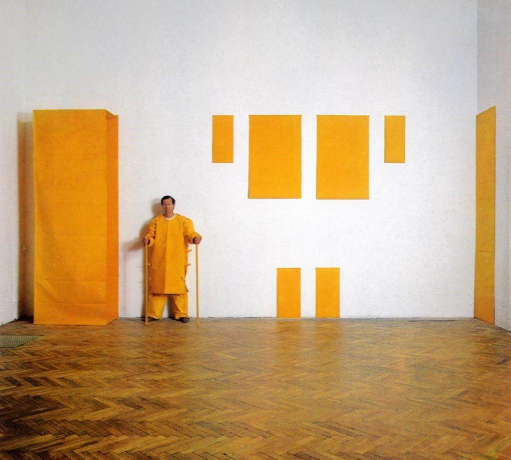 Franz Erhard Walther Gelbe Skulptur, 1969/79 Baumwollstoff, Holz 305 x 800 x 60 cm, 16-teilig Franz Erhard Walther Foundation © VG Bild-Kunst, Bonn 2020